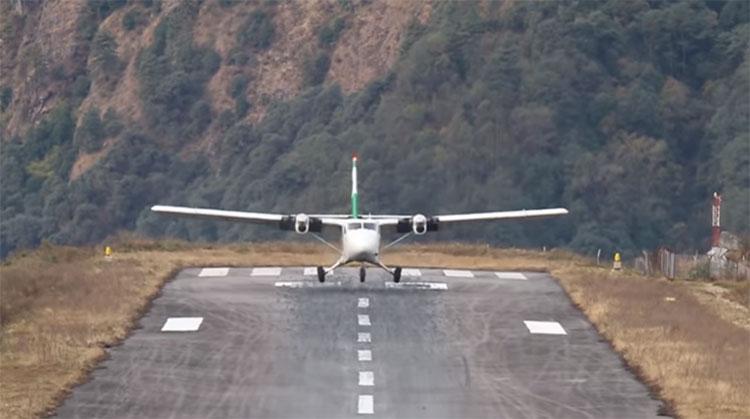 Màn hạ cánh tại sân bay nguy hiểm nhất thế giới