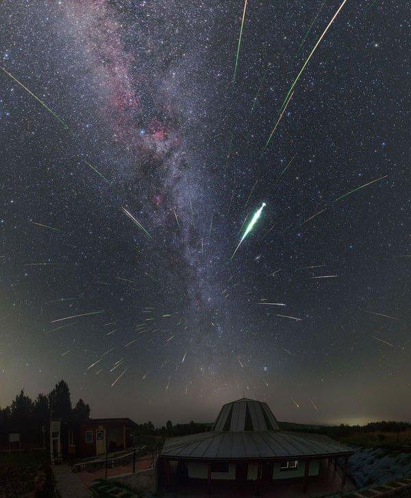Mãn nhãn loạt ảnh mưa sao băng Perseid thắp sáng bầu trời khắp thế giới