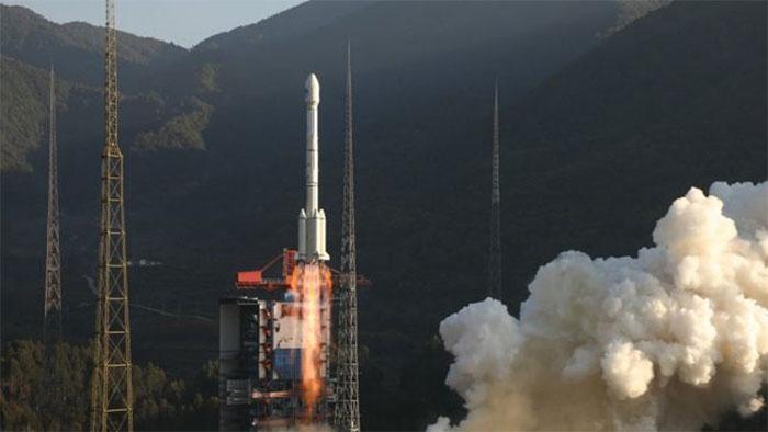 Mảnh vỡ tên lửa Trung Quốc rơi trúng nhà dân