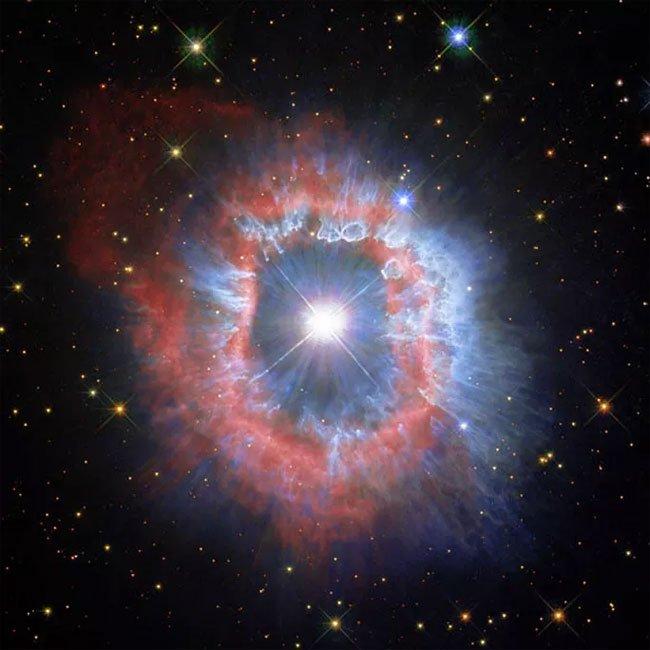Mắt quỷ lọt vào kính thiên văn Trái đất, tiến hóa thành quái vật vũ trụ