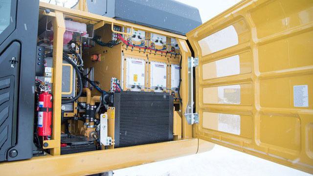 Máy xúc chạy hoàn toàn bằng điện, có cục pin nặng 3,4 tấn, hoạt động 7 tiếng mỗi lần sạc