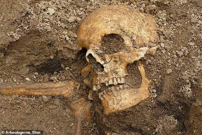 Mộ cổ ngàn năm mang dáng dấp con thuyền chết chóc