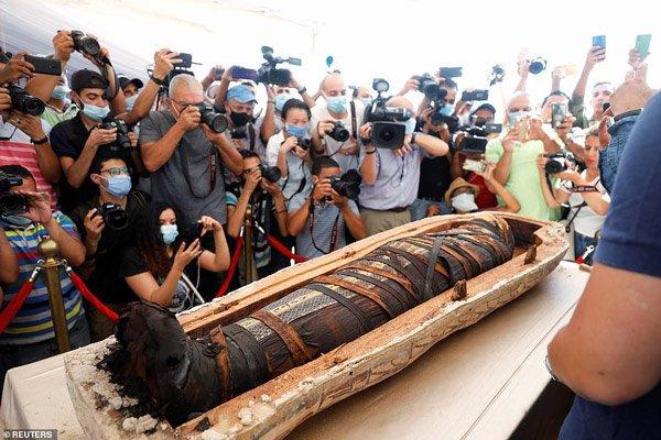 Mở nắp 80 quan tài hơn 2.500 tuổi ở Ai Cập