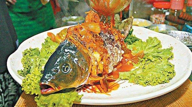 Món cá âm dương nửa sống, nửa chết khiến thực khách sởn da gà