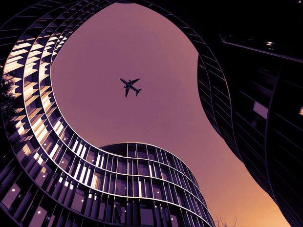 Muốn biết máy bay trên trời đi nhanh đến cỡ nào, cứ xem qua khoảnh khắc hiếm hoi này sẽ rõ!