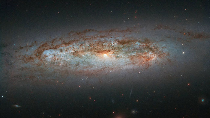 NASA công bố ảnh chụp thiên hà rực sáng xa xôi