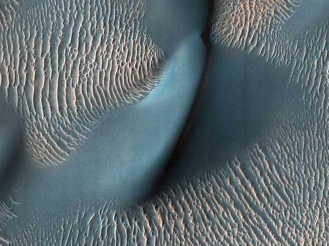 NASA công bố hình ảnh ấn tượng trên Hỏa tinh