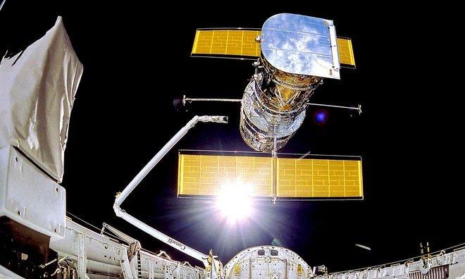 NASA kích hoạt phần cứng dự phòng, cố gắng cứu kính viễn vọng Hubble