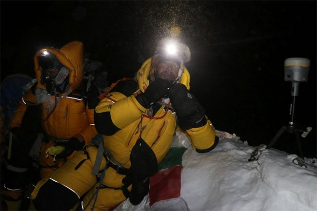 Nepal đo lại độ cao của Everest, thách thức con số 170 năm qua