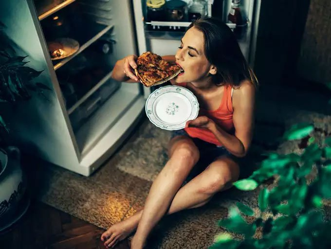 Nghiên cứu: Ăn đêm không khiến bạn tăng cân, đâu mới là thủ phạm thực sự?