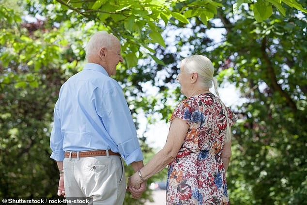 Nghiên cứu khoa học mới nhất bảo đến 82 tuổi con người mới thật sự hạnh phúc!