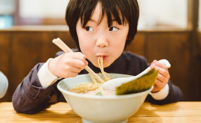 Nghiên cứu mới cho thấy: Húp sùm sụp thực sự khiến đồ ăn ngon hơn mà không hề thô lỗ