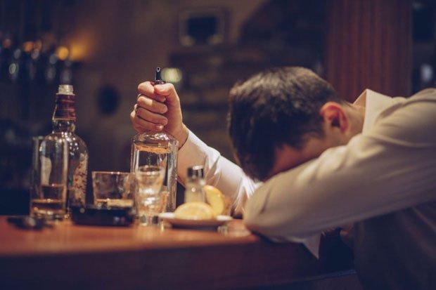 Ngoài hút thuốc thụ động, giờ đây còn có cả uống rượu bia thụ động và nó cực nguy hiểm
