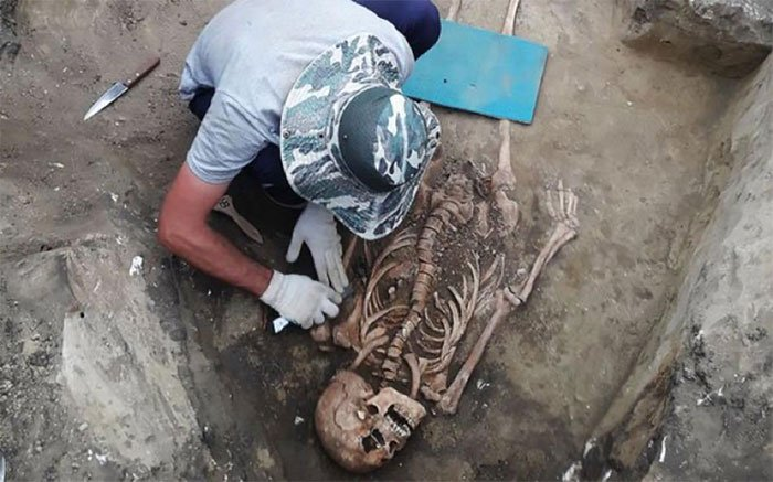 Ngôi mộ 2.000 năm của người phụ nữ đeo trang sức quý
