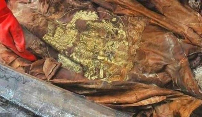 Ngôi mộ tuềnh toàng nhưng người bên trong lại mặc long bào: Giới khảo cổ đau đầu đi tìm danh tính!