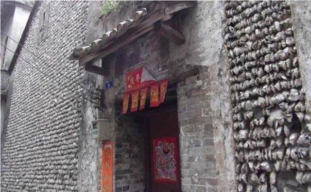 Ngôi nhà làm từ hàng trăm nghìn vỏ hàu, tồn tại suốt mấy trăm năm không đổ