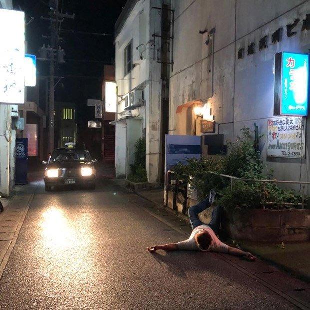 Ngủ trên đường - Hiện tượng kỳ lạ ở Okinawa khiến cảnh sát đau đầu