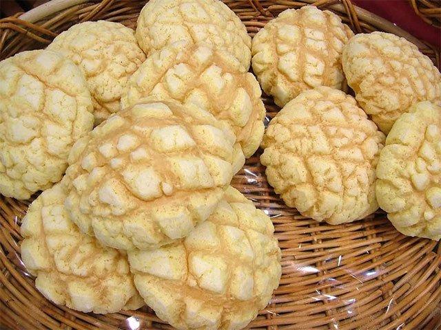 Người Nhật lại có thêm một sáng chế thú vị: Khẩu trang làm từ những chiếc bánh mì dưa gang