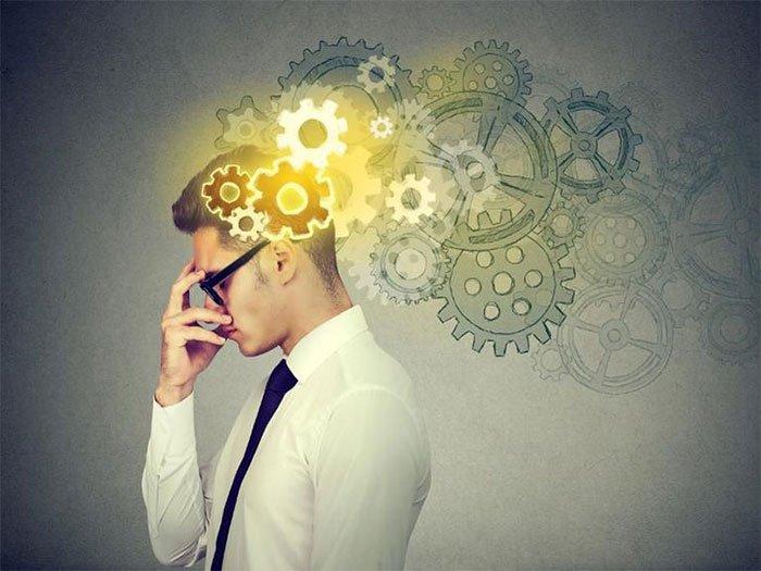 Người thông minh thường bừa bộn, thức khuya và chửi thề nhiều!