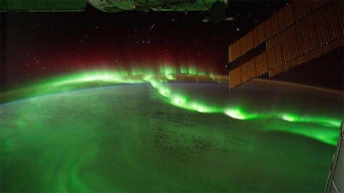 Nguồn gốc của các dải cực quang đầy màu sắc