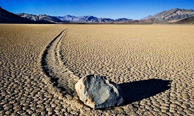 Nguồn gốc những hòn đá tự di chuyển ở thung lũng Chết