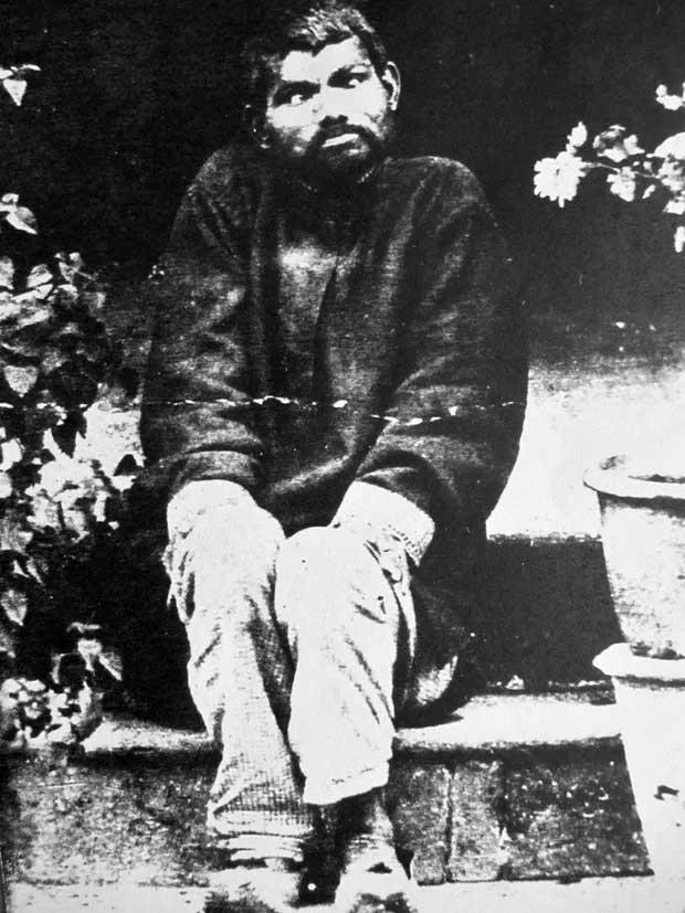 Nguyên mẫu đời thực của cậu bé rừng xanh: Không nói được tiếng người, sống như kẻ thiểu năng và chết trong bệnh tật sau 20 năm rời bầy sói