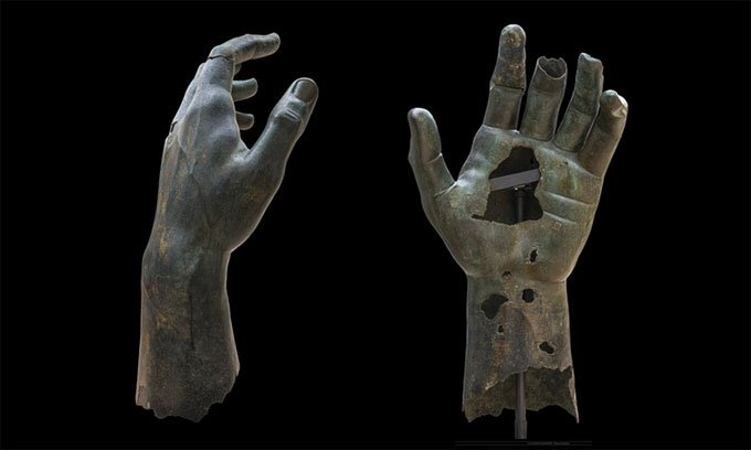 Nhà nghiên cứu ghép lại ngón tay thất lạc 500 năm của tượng đồng
