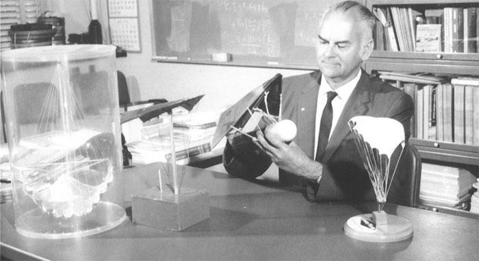 Nhà phát minh dù lượn vũ trụ của NASA