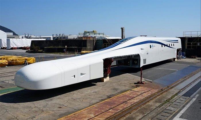 Nhật giới thiệu nguyên mẫu tàu siêu tốc sạc không dây