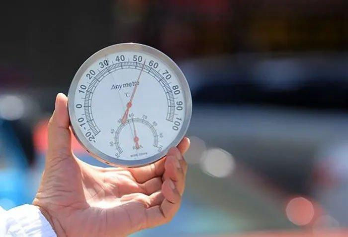 Nhiệt kế giữa trời nắng báo 60 - 70 độ có phải là nhiệt độ khí quyển?