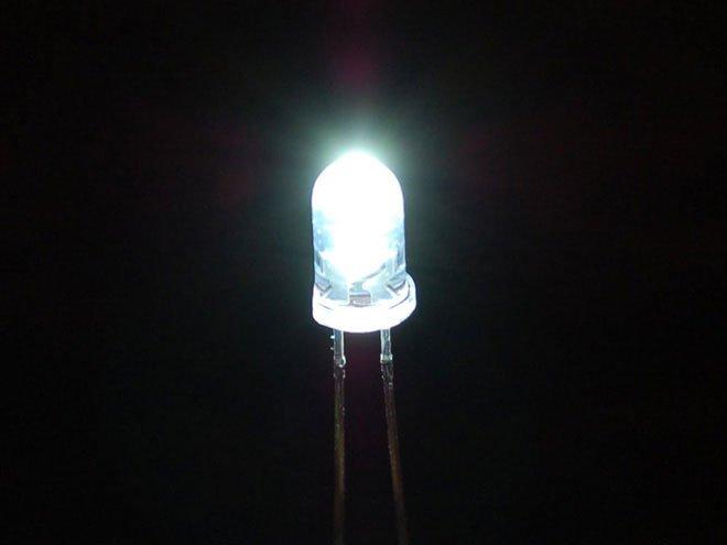 Nhóm các nhà khoa học làm ra được pin Mặt Trời ngược, ở trong bóng tối cũng tạo được điện
