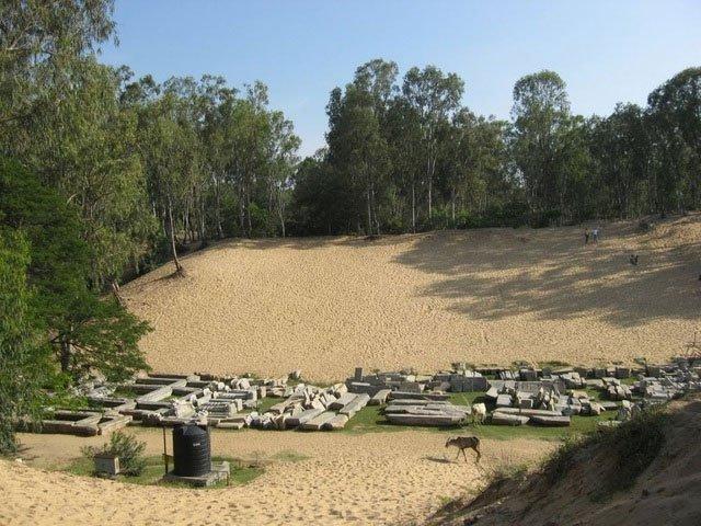 Những bí ẩn chưa lời giải đáp về thị trấn cổ bị chôn vùi dưới cát