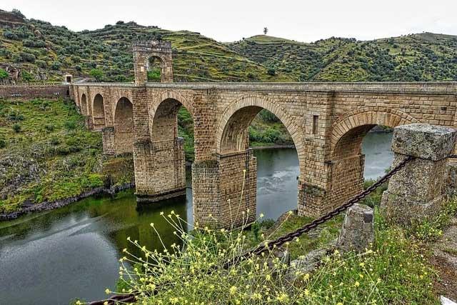 Những bí mật của các cây cầu nghìn năm tuổi