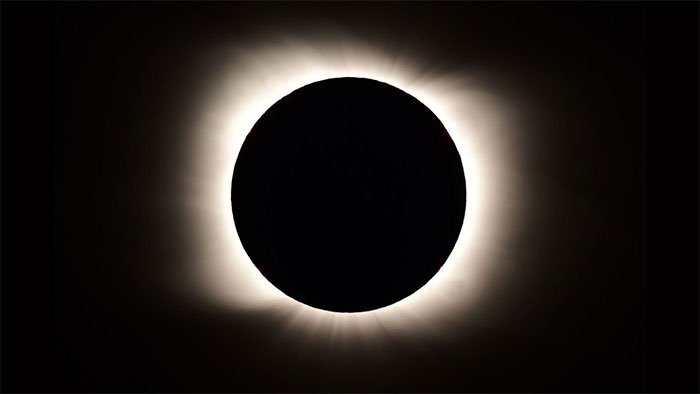 Những bức ảnh tuyệt đẹp về nhật thực toàn phần duy nhất trong năm