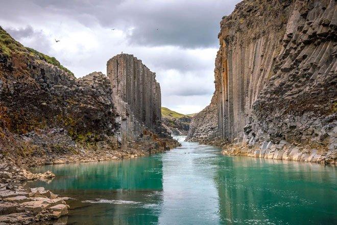 Những cột đá tự nhiên kỳ lạ ở đất nước của băng và lửa