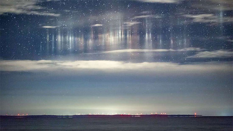 Những cột sáng bí ẩn xuất hiện trên bầu trời Mỹ
