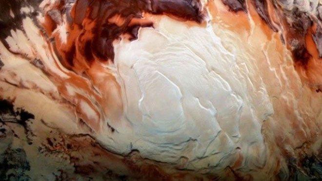 Những gì đang chảy trong hồ trên sao Hỏa không phải là nước, mà là đất sét