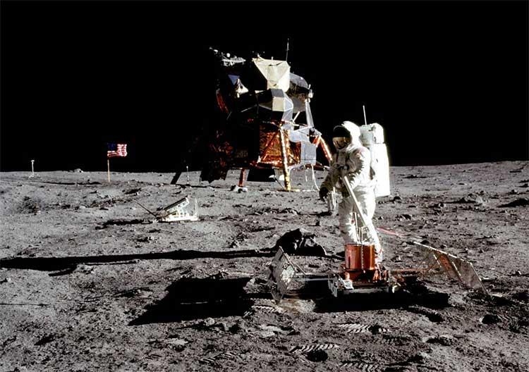 Những khoảnh khắc lịch sử khi con người lần đầu tiên đặt chân lên Mặt trăng