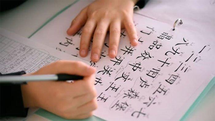 Những ngôn ngữ nào dễ học và khó nhất đối với người nói tiếng Anh bản ngữ?