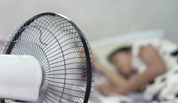 Những sai lầm khi bật quạt điện mùa hè mà người Việt cần bỏ ngay nếu không muốn rước bệnh vào người