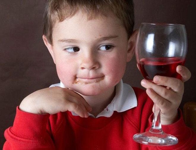 Những thực phẩm Tết có thể gây hại trẻ em tuyệt đối không nên ăn