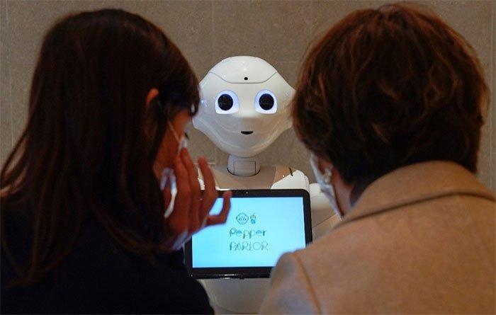 """Những việc robot """"thế chỗ"""" con người trong đại dịch"""