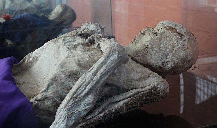 Nơi cứ chôn người chết là biến thành xác ướp nguyên vẹn
