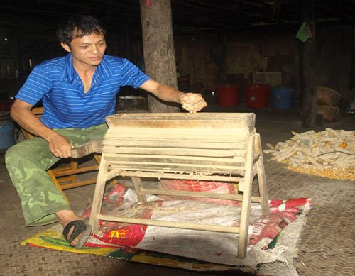Nông dân thu 250 triệu đồng một năm nhờ cải tiến máy nông nghiệp