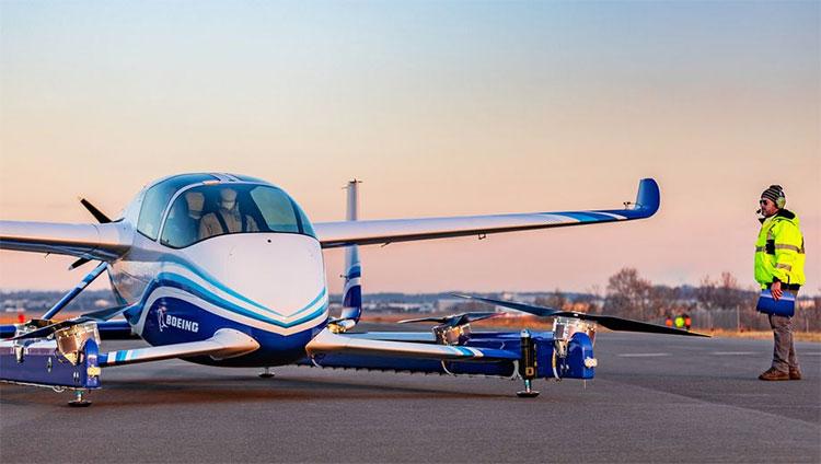 Ô tô bay của Boeing cất cánh, làm nóng cuộc đua vận tải trên không