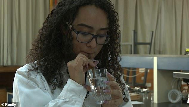 Ống hút làm từ vỏ xoài có thể phân hủy sinh học
