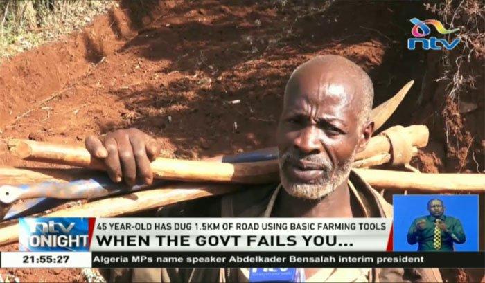 Phát chán vì chờ đợi, người đàn ông Kenya tự tay đào đường cho dân
