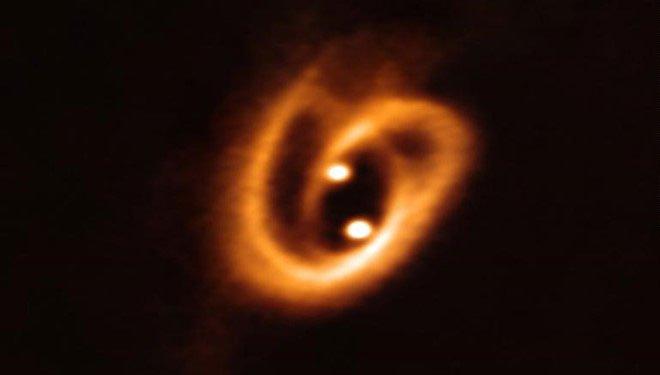 Phát hiện 2 ngôi sao song sinh đang được ấp trong đĩa vật chất
