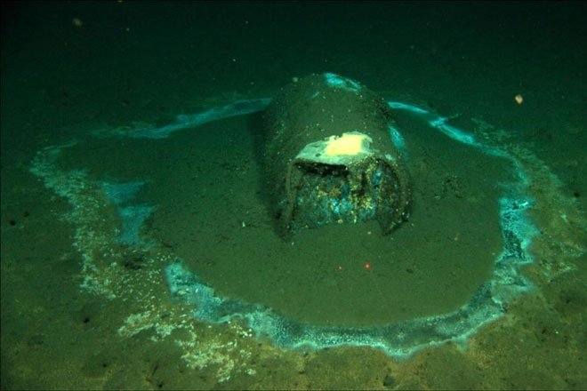 Phát hiện 27.000 vật thể bí ẩn, nghi chứa hóa chất độc hại dưới đáy biển sâu