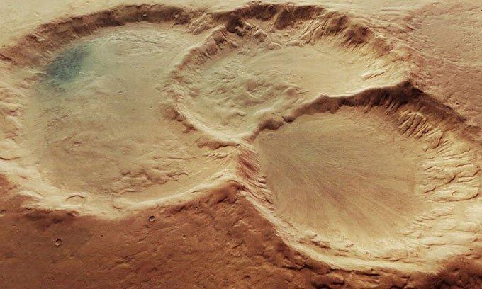 Phát hiện ba hố thiên thạch chồng lên nhau trên sao Hỏa